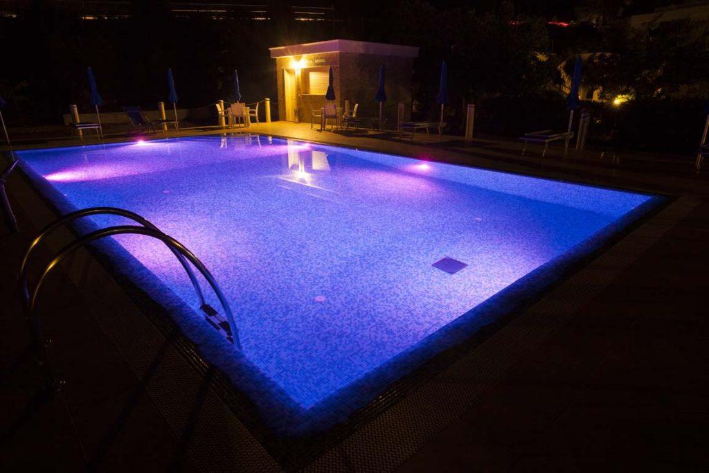 Illuminazione per piscine dauniacold dauniacold for Luci per piscina fuori terra