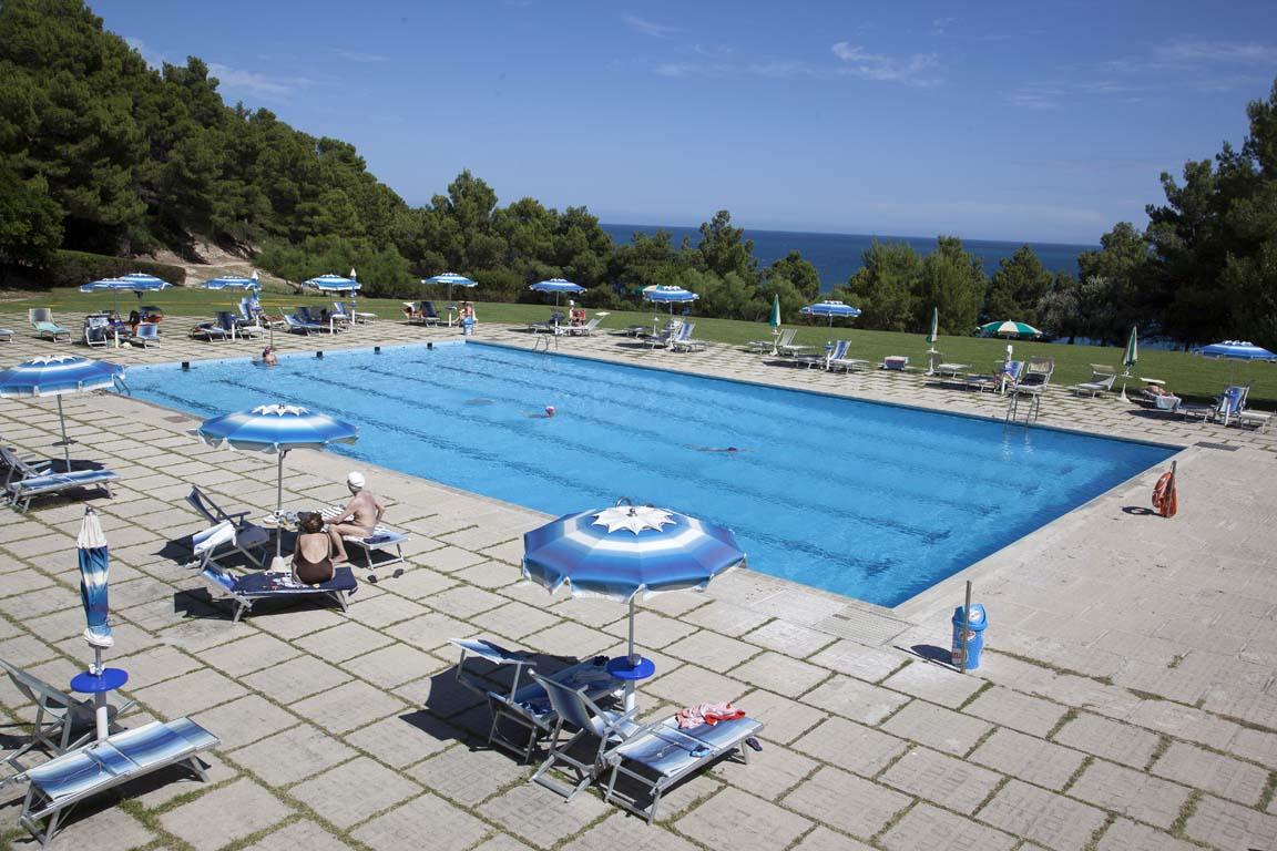 Piscine in cemento armato dauniacold manfredonia - Costruzione piscina in cemento armato ...